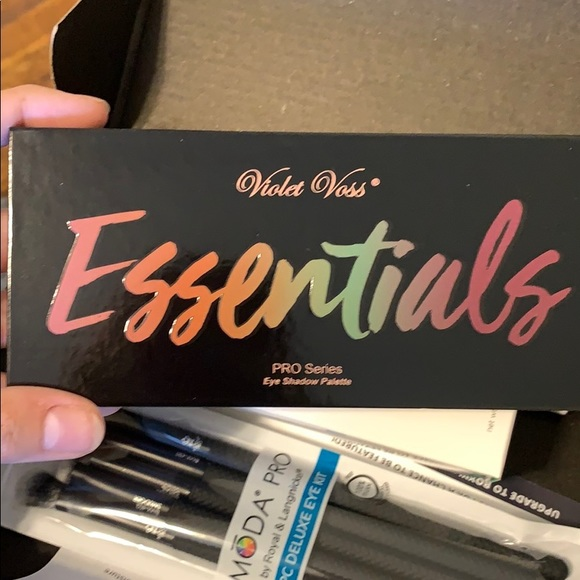 Violet Voss Other - Violet Voss Essentials Palette